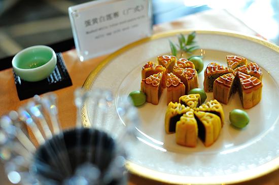 六款造型设计独特,原料上乘的万达瑞华月饼,于此日正式开始售卖.