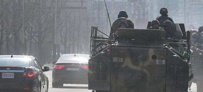 韩美联合军演启动 装甲车开上街头