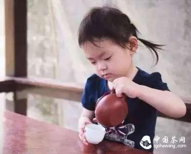 学龄前儿童,确实不能喝茶