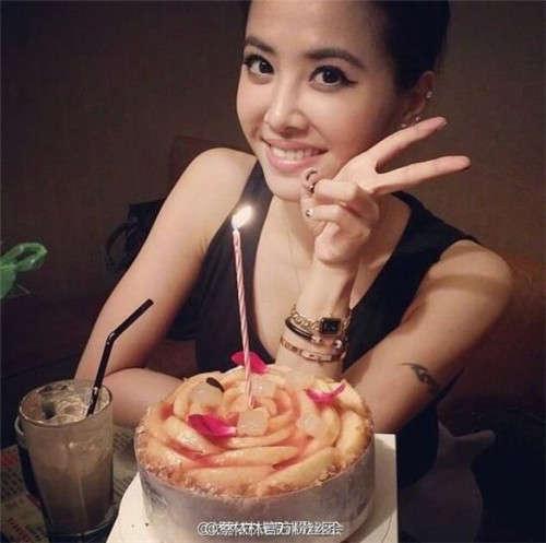 粉丝:美女18岁生日快乐
