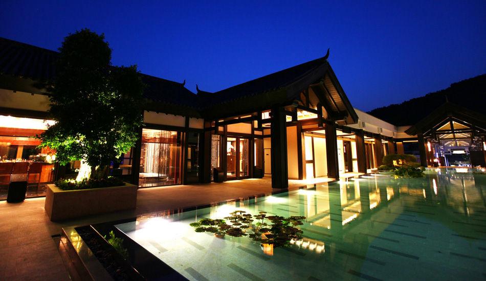 悦榕庄夜景。