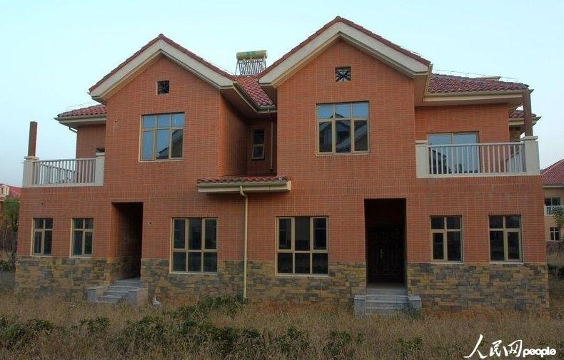 武汉蔡甸现大面积空置别墅群 居民称5年后才会有人住