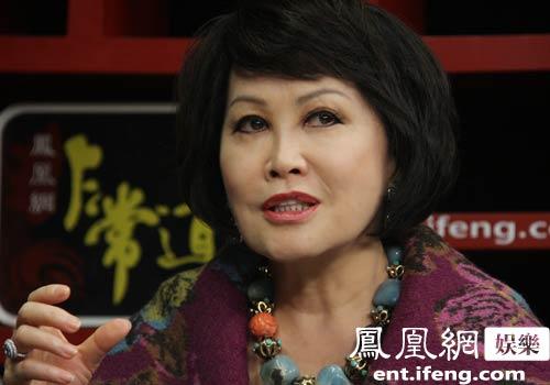 靳羽西 中国慈善环境不佳 太多女性等待援助