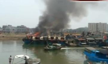 雷州:渔港火烧连营五艘渔船被焚要报废