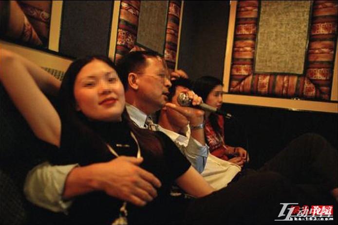 一名摄影师拍摄下了KTV陪唱女的工作状态 - 十年井绳 - 十年井绳博客