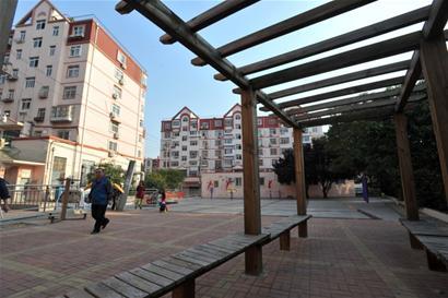 青岛一小区居民自治3年 收泊位租赁费来改善小区环境