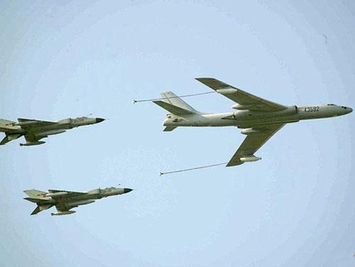 中国军事起点低 全国仅有14架空中加油机