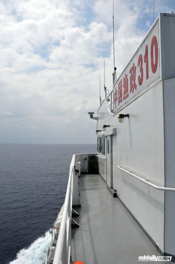 4月20日上午,渔政310船正以22节的最高速度奔赴黄岩岛。南都记者 周皓 摄