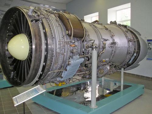 上见到了该公司目前最先进的117s推力矢量发动机实机