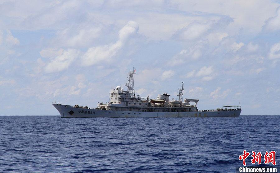 """""""中国渔政311""""抵达南沙捕捞船队锚地 展开护渔任务"""
