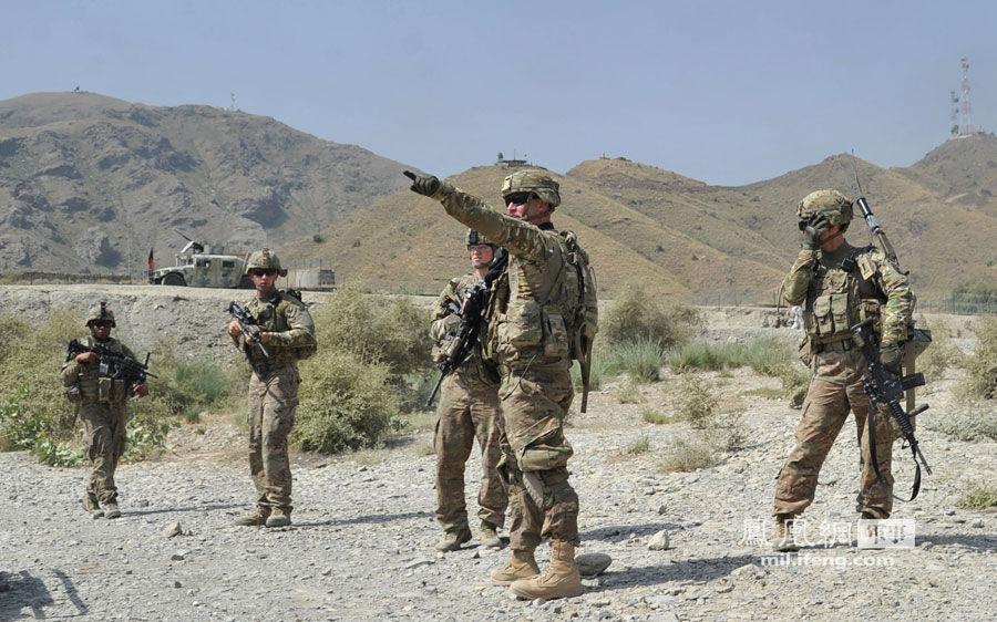 塔利班袭击美军后勤基地 3人击毁30多辆美军军车