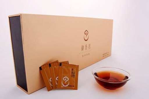 """贡润祥普洱茶膏作为指定礼品,将好茶""""献给最可爱的航天人""""."""
