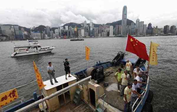 """8月12日,香港保钓行动委员会驾船""""启丰二号""""前往钓鱼岛宣示主权,预定2天后在台湾海域与台湾和内地保钓船会合,一起开往钓鱼岛。…"""