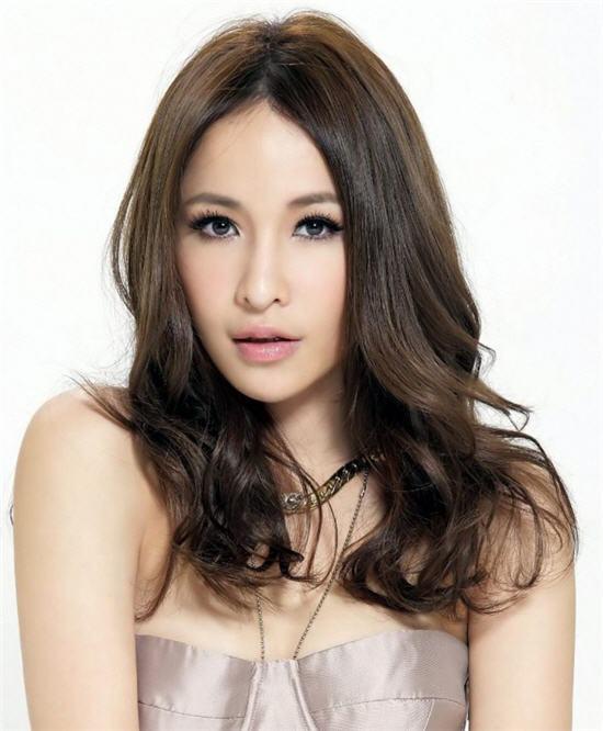【最新】跟萧亚轩学习单眼皮的美艳妆画法