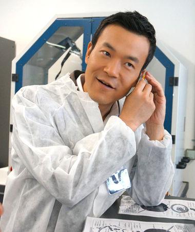 廖凡参观宇舶腕表工厂变科学家