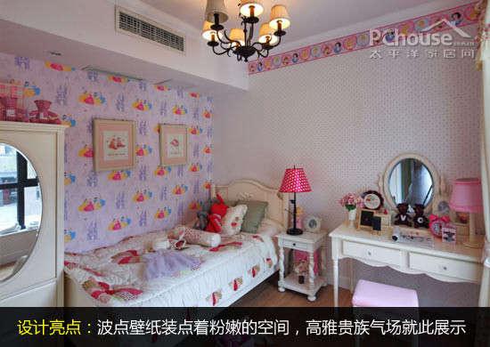 在儿童房设计中,通过波点壁纸打造粉红色调为主体的