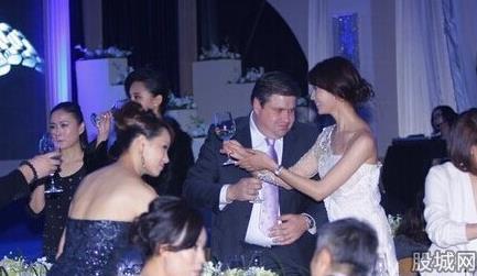 女星陪酒价目表曝光 林志玲80万港币天后王菲