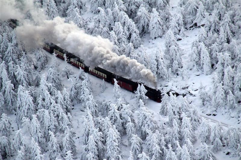 但是英国和美国部分地区气温极低,各种冰冻雪景让人震撼,这个圣诞就让