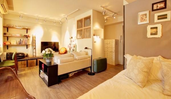 在欧美有不少室内设计师除了发表帮业主设计的家,也会大方公开自己家,跟大家分享自已的生活风格。来自台北的文仪设计 Ivy 李绍瑄,以开放式格局,将33平米的私密空间打造出日式简约风格,每个角落都看得见布置巧思。