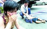 实拍少年引导倒车 遭父亲撞死爆头