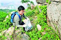 """垃圾遍地:浮山""""环保哥""""8年捡垃圾覆盖所有山路"""