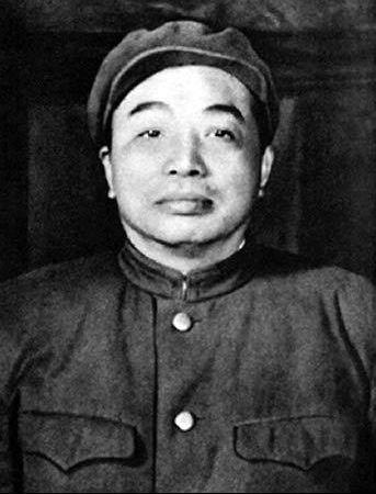 这是一组抗美援朝时彭德怀在朝鲜战场的老照片。(图片来源:凤凰网历史)