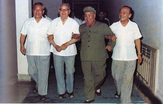 1980年5月,习仲勋、叶剑英、许世友、杨尚昆于广州珠岛宾馆。(图片来源:凤凰网历史)