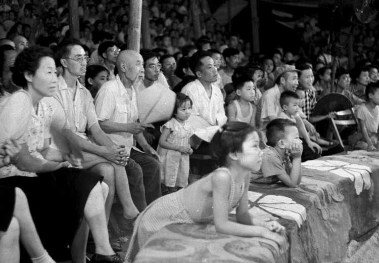 这组照片是原德意志民主共和国的新闻媒体在1959年中国十年大庆前来华的先期采风。(图片来源:凤凰网历史)