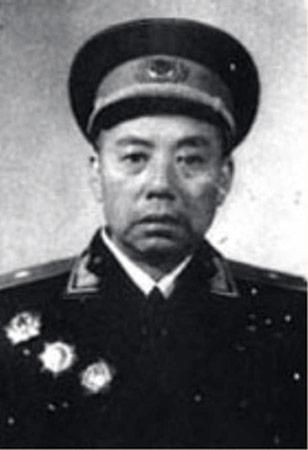 苏鲁(1902——1976)湖南浏阳人,1927年入党,1949年4月20日