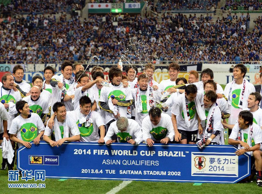 成为除东道主巴西队之外第一支晋级的球队.新华社/法新-日本队提图片