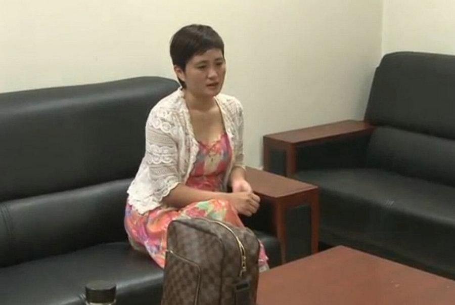 浙江卷款上亿潜逃美女老板被押解回国