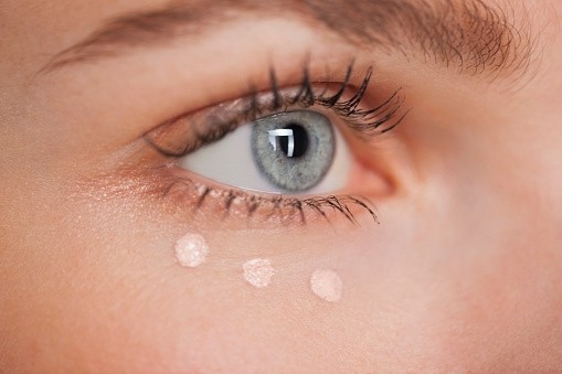 什么年纪需要开始用眼霜?眼霜该怎么用?