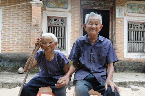 我国最长寿老人127岁 最长寿百岁夫妻213岁