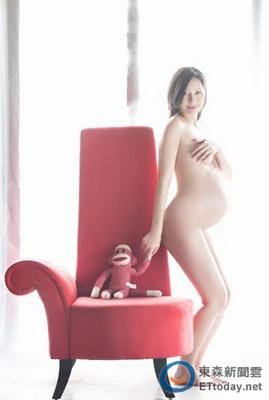 台女星拍摄全裸孕肚写真(图) - 中国军徽 42级 - 中国军徽博客