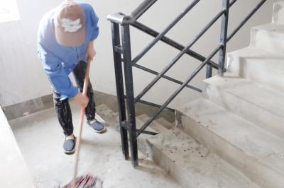 高清图—汉阳江汉苑小区19栋丈夫被砍3刀 为妻子冲12楼引歹徒