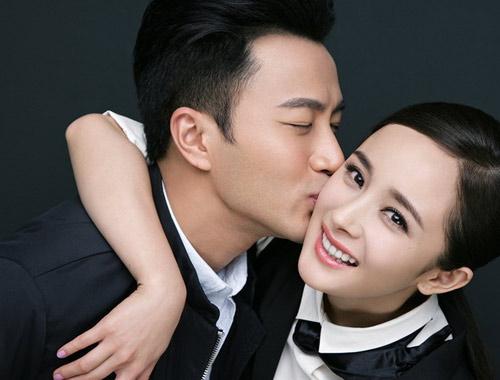 据悉,杨幂怀孕后一直呆在香港养胎,五月中旬还一度上载素颜照,悠然享