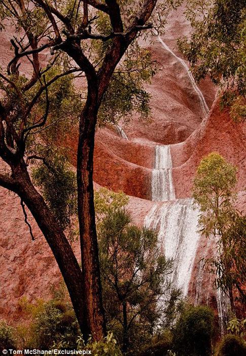 澳大利亚罕见景象:世界最大岩石上的瀑布 - wmr1949 - WMR的博客