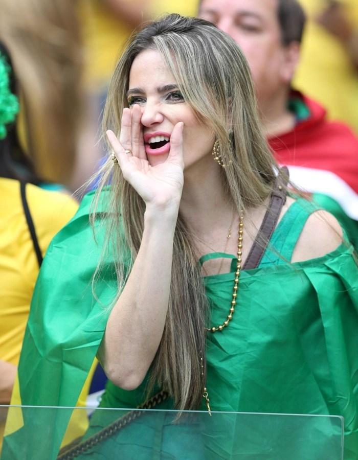 性情:没有足球寡妇:有情趣的女人正在独自偷欢