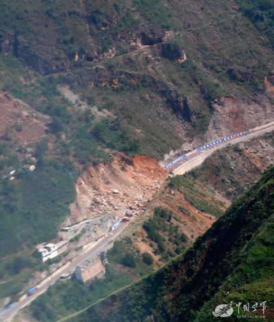地震灾区军车危路直升机航拍2014.8.8 - fpdlgswmx - fpdlgswmx的博客