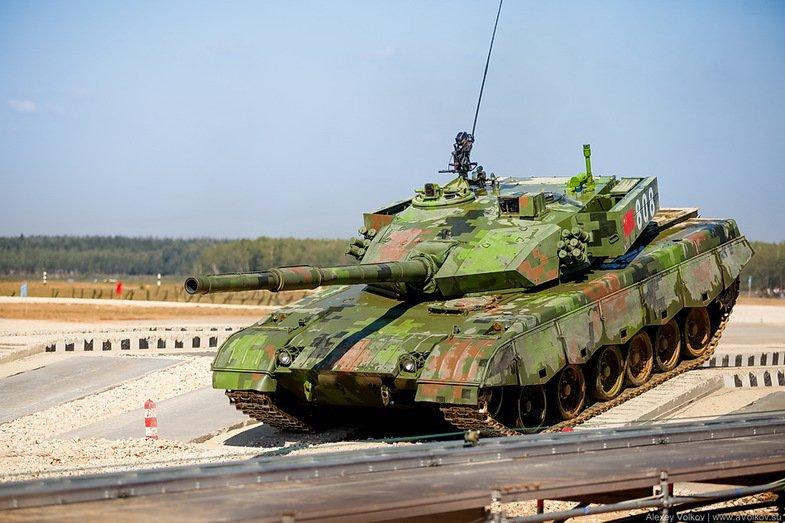 卢宇光谈俄罗斯坦克赛细节:中国队一天换11块挡泥板(图)