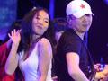 崔健与女歌迷贴背热舞 再获熊抱