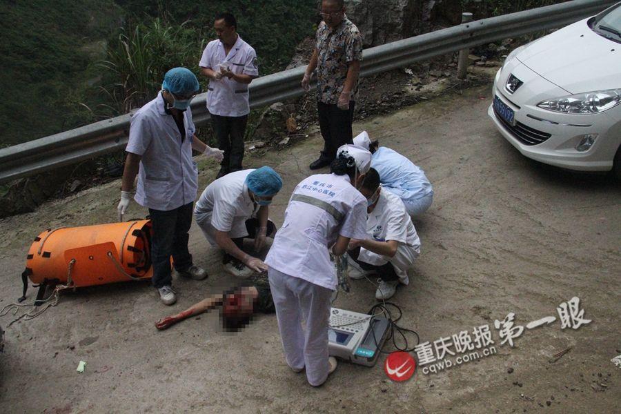 已婚男中秋载妙龄女度假坠崖身亡 - 人在上海    - 中国新闻画报