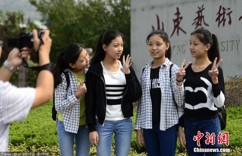 山东四胞胎女孩考上一所大学 同住一间宿舍 (组图) - 纽约文摘 - 纽约文摘