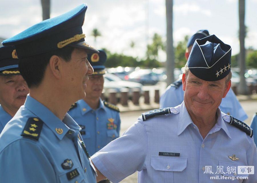 南京军区空军司令访美军基地 与F-22猛禽战机合影 - 雷石梦 - 雷石梦(观新闻)