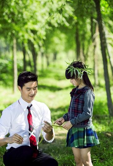 田亮带女儿亲自大自然:森碟头戴绿叶(图)图片