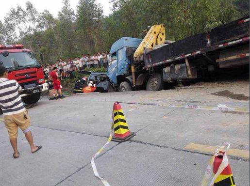 《秒速时时彩技巧》_广东河源省道3车连撞致8死(图)