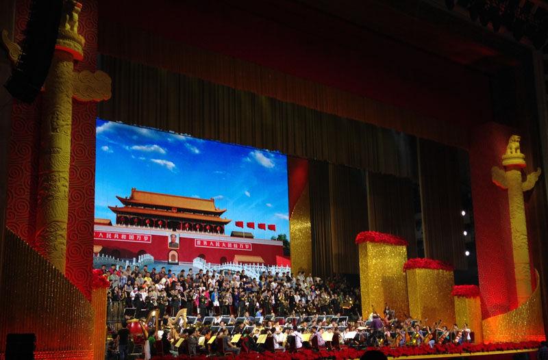 了特殊安排,在国庆招待会现场,不仅是现任的中共和国家领导人图片
