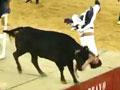 播客特辑:男子惨遭公牛撞翻折断脖子