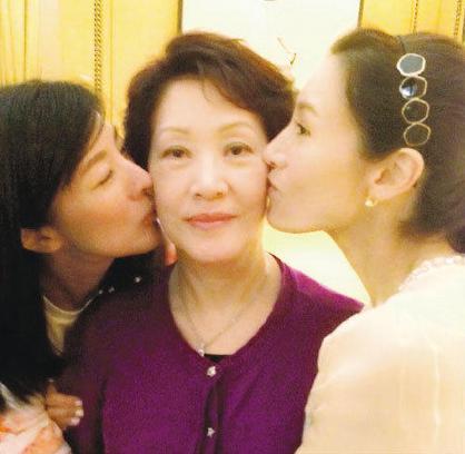李嘉欣妈妈姐姐都是大美女