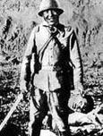 南京大屠杀罕见照片曝光:日军提人头大笑